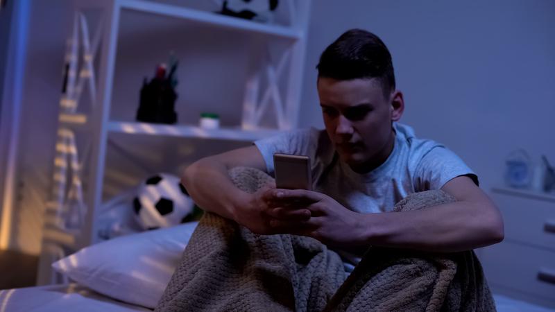 Ungdom med mobil